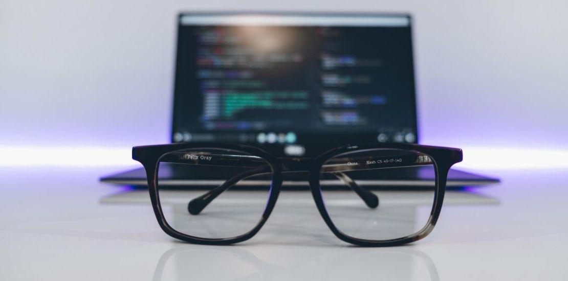 bilgisayar ve gozluk