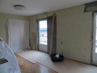 Vårt befintliga vardagsrum med nytt fönster.