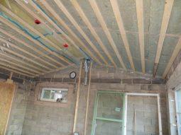 Taket inne i vardagsrummet.