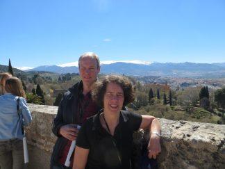 Bengt och Brita med Sierra Nevada i bakgrunden.