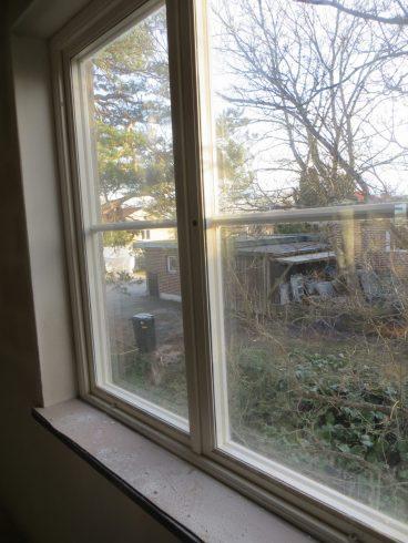 Utsikt från ett av sovrummen. Gästrum eller Ebbas rum det är frågan.