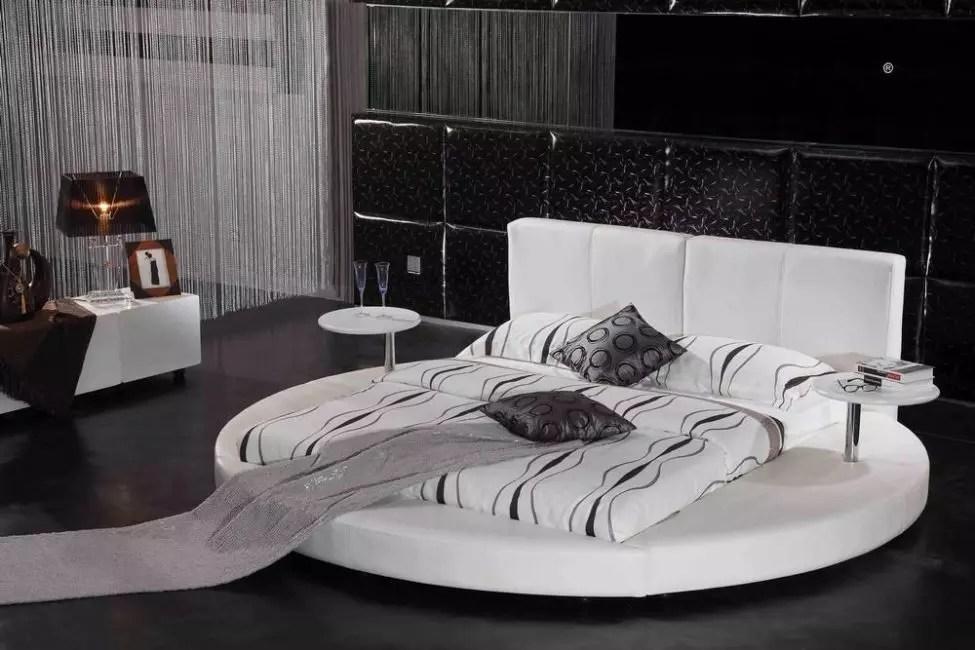 Το στρογγυλό σχήμα του κρεβατιού περιλαμβάνει ένα πλαίσιο μη τυποποιημένης μορφής