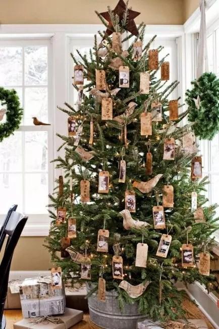 Tags med innleggene dine og bilder kan også dekorere juletreet