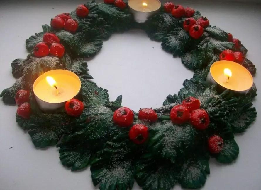 พวงหรีดคริสต์มาสของแป้งเค็มสามารถดูเป็นธรรมชาติมาก
