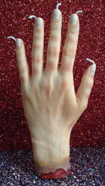 Une terrible main de cire - un excellent moyen de faire peur aux invités de Halloween