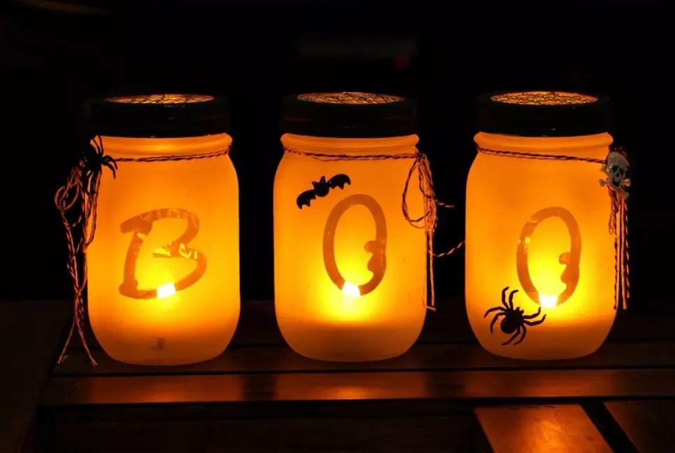 Pour créer un éclairage sombre, vous pouvez également organiser des banques dans le style de Halloween