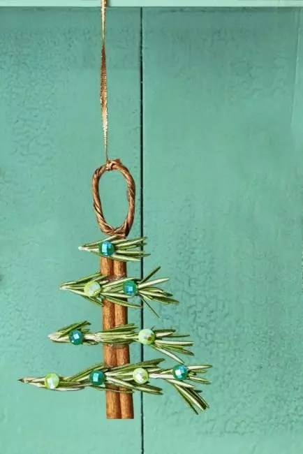 Cinnamon and rosemary sticks fill the room with a wonderful aroma. Combine them with glue and decorating rhinestones