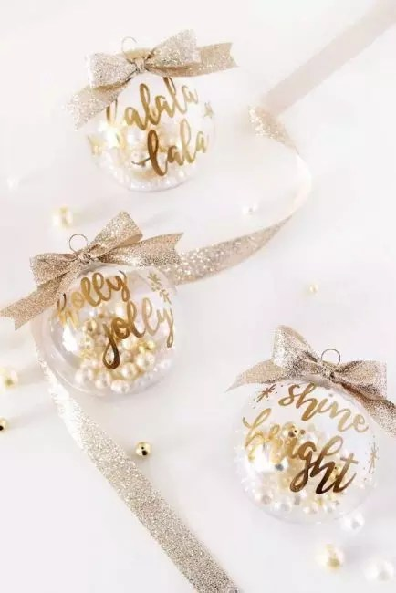 Elegant golden balls with pearls - gorgeous decoration. Enough to put in the ball a few beads of artificial pearls, write wishes with a golden marker and hang this beauty on the textured golden ribbon