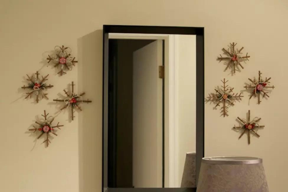 Lumihiutaleet seinällä