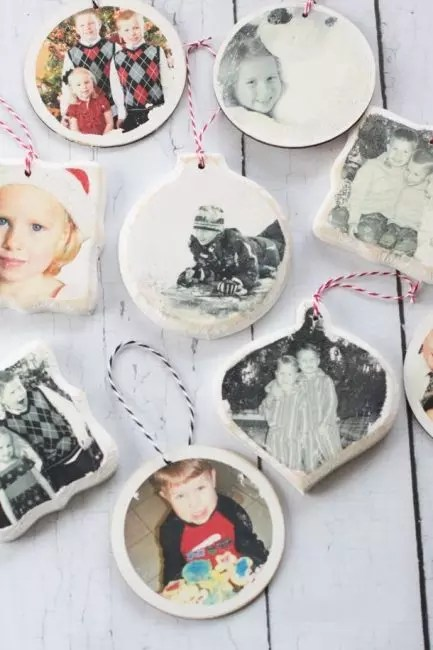 It is enough to cut any photo or a picture in the form of a circle and glue. The edge can be slightly tinted with white acrylic paint. Personalized decoration is ready!