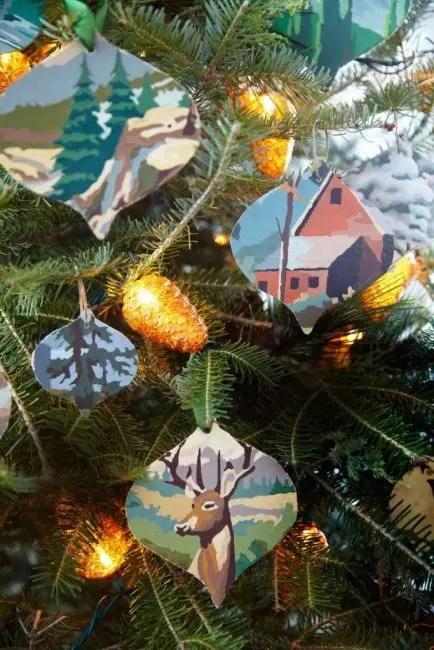 Kuvitukset, vanhat kangas, postikortit tai kirjat voivat olla perusta joulukoristeille.