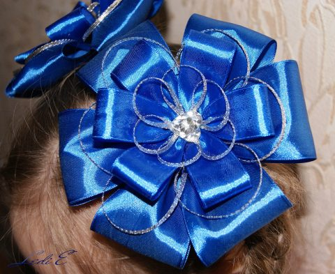 How to make a lush bow from satin ribbon: