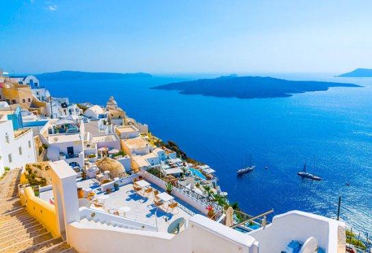 greece-santorini-fira-view-out-to-sea