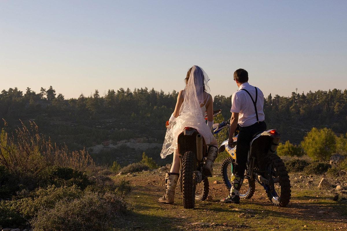 thrash-the-wedding-dress-enduro-dirt-bike_1