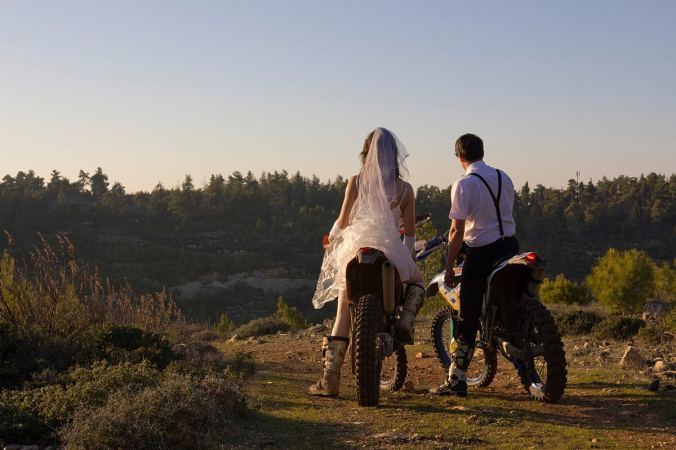 thrash-the-wedding-dress-enduro-dirt-bike_1