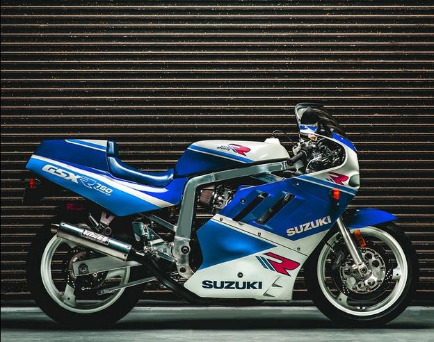 סוזוקי R750
