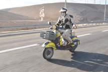 קטנועי ווספה בטיול לים המלח. צילום: אסף רחמים