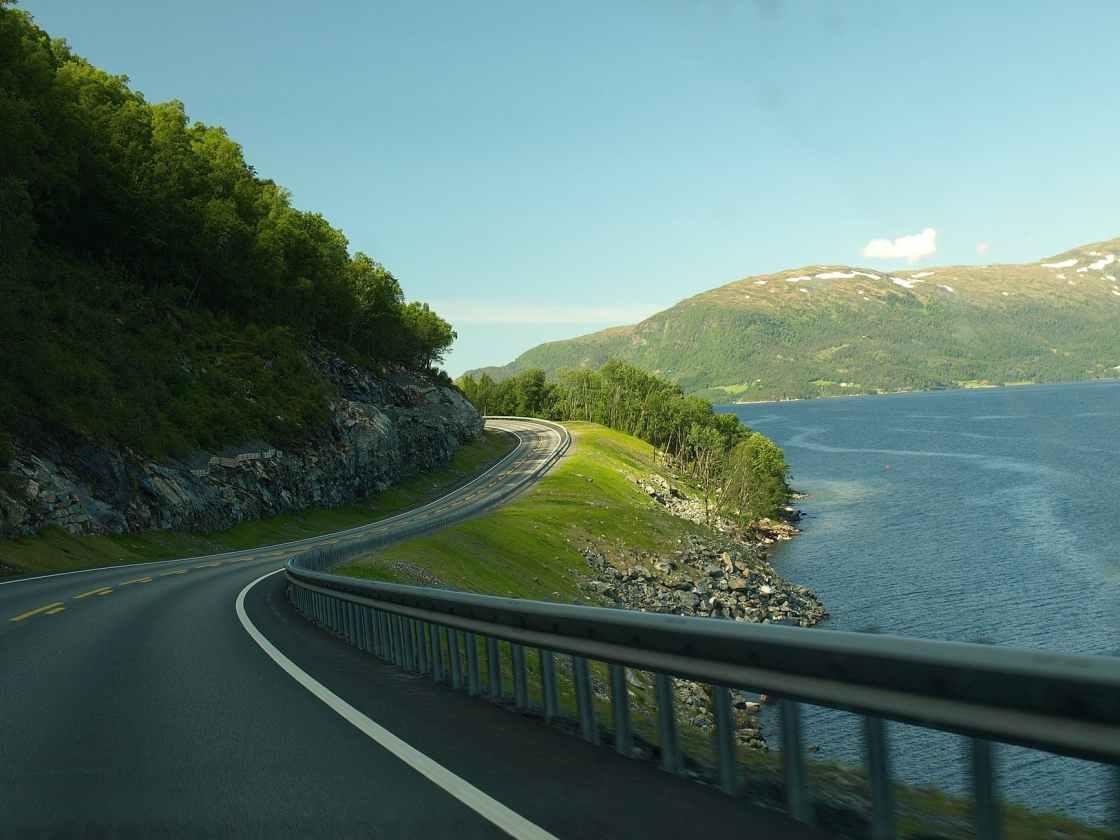 מעקות הבטיחות גדרות הבטיחות