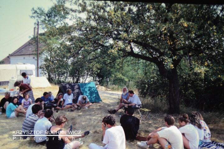 Wykład dr. Adama Basaka z IH UWr w czasie obozu letniego w Krzyżowej (1990)