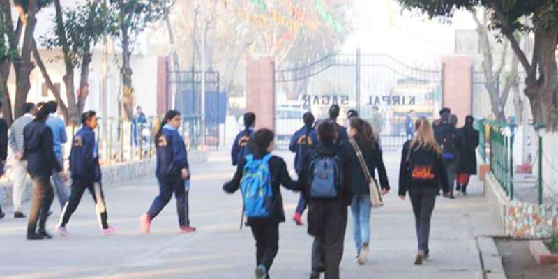 Austauschschüler auf dem Weg zur Academy