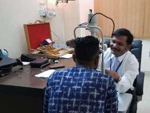 Augenuntersuchung bei medical camp Kirpal Sagar