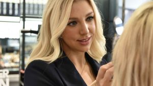 how to choose a wedding make-up artist