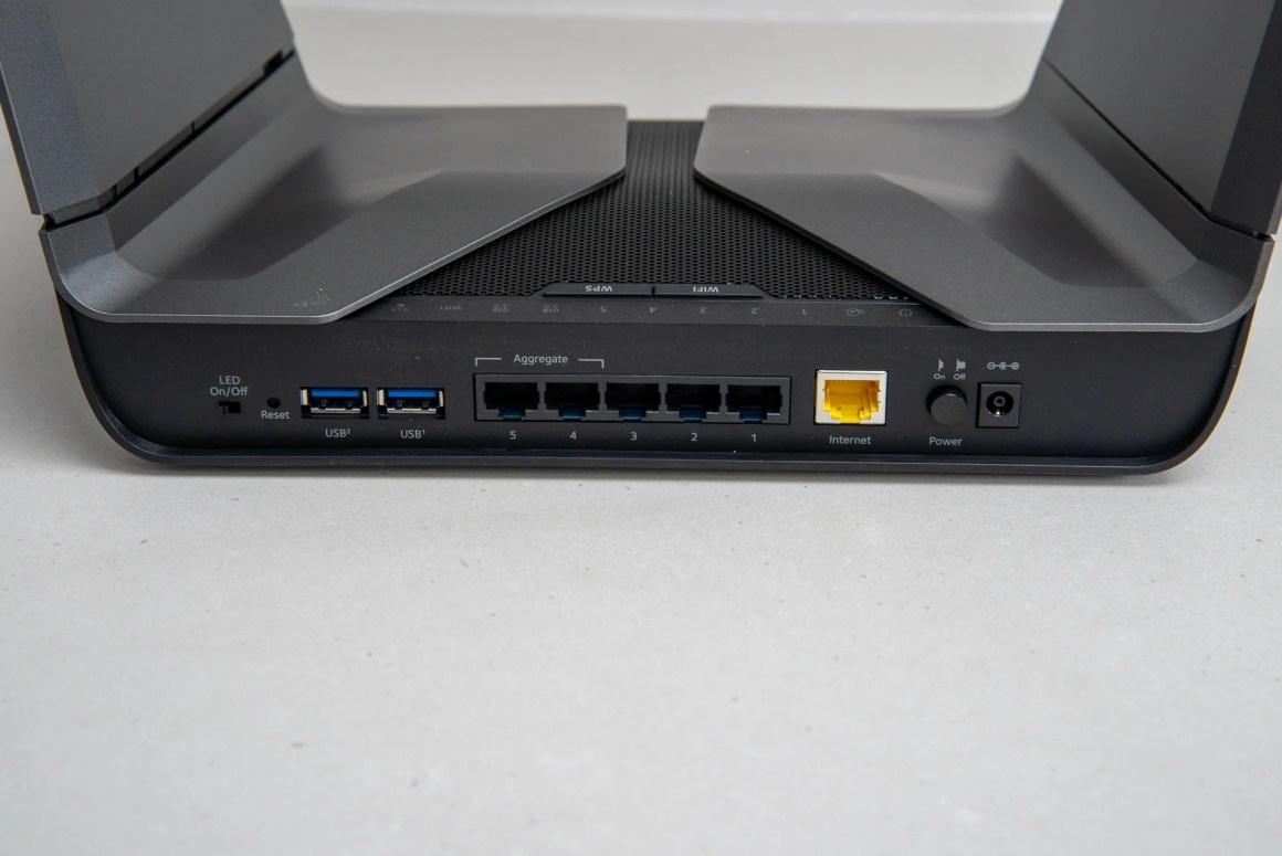 Порты Netgear Nighthawk AX8 Ethernet и USB