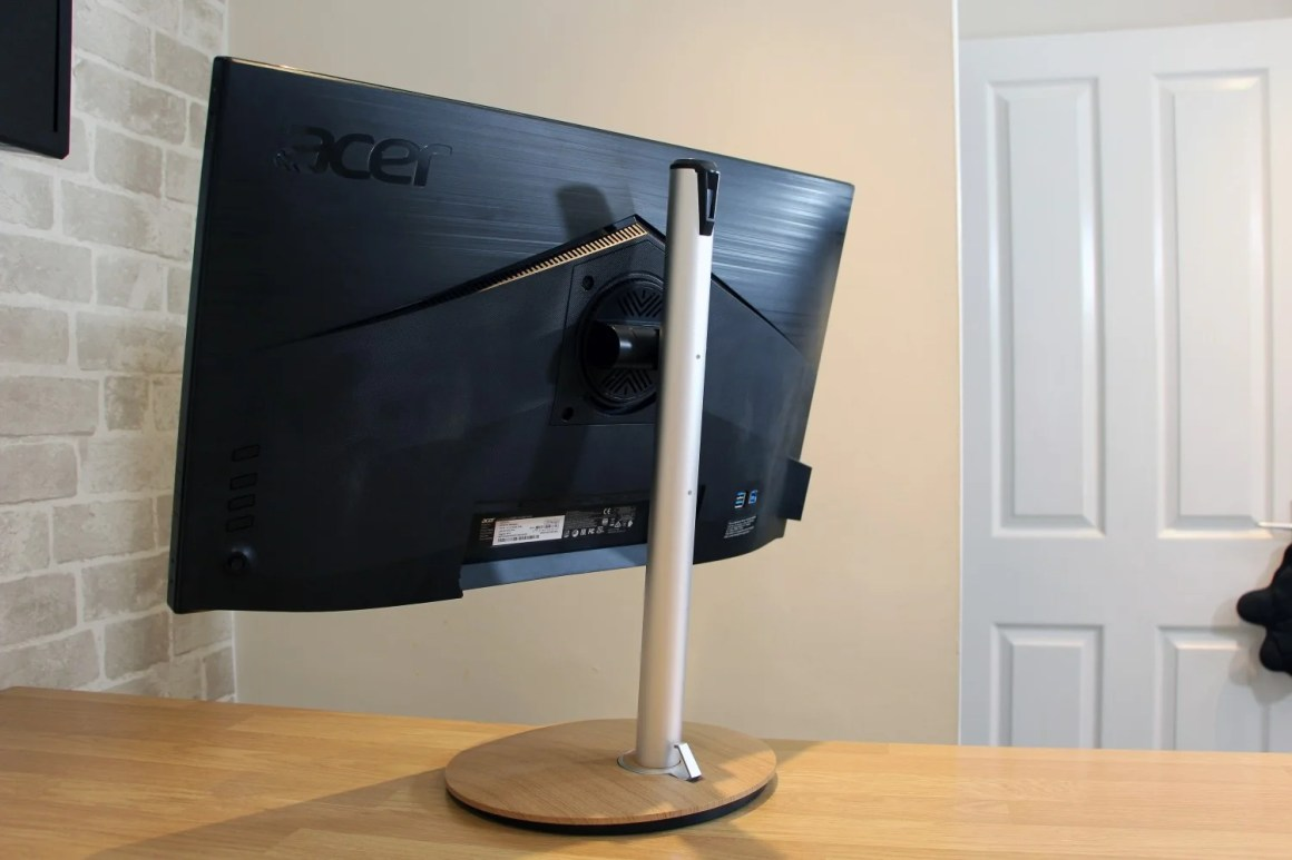 Acer ConceptD CP7 01