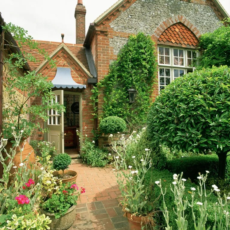 Front garden ideas - best front garden designs for kerb appeal on Patio Landscaping Ideas id=45605