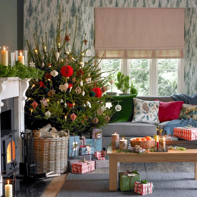 26 Christmas living room decorating ideas to get you in ... on Room Decoration Ideas  id=97022
