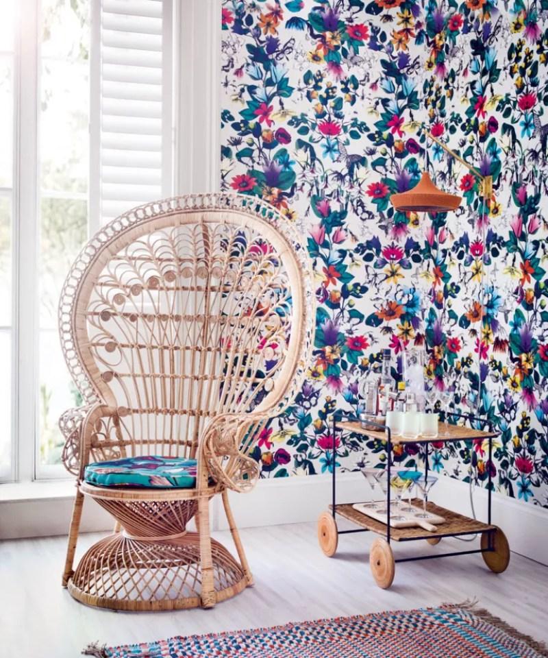 vibrant tropical wallpaper idea in Living room
