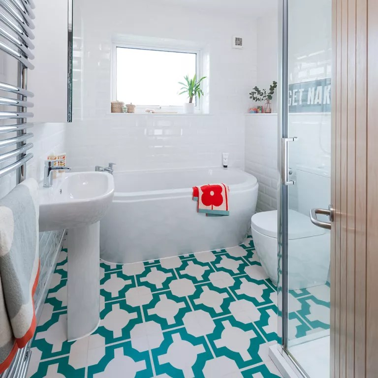 Budget bathroom ideas - easy ways to make your washroom ... on Bathroom Ideas On A Budget  id=90264