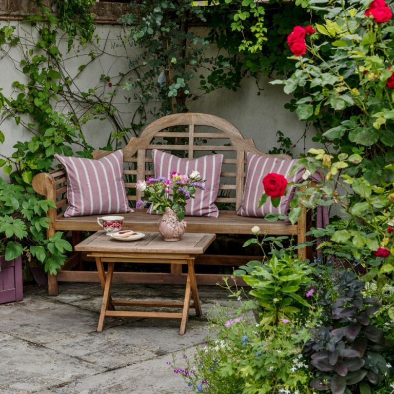 Garden seating ideas for your outdoor living room on Small Garden Sitting Area Ideas  id=53054