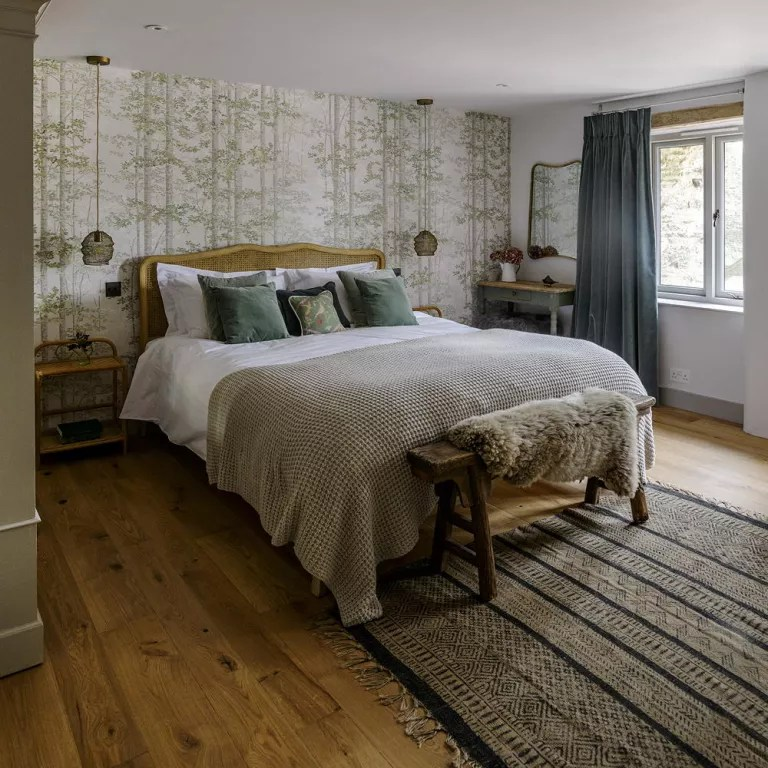 Green bedroom decorating ideas for a mellow space on Bedroom Decoration Ideas  id=90367