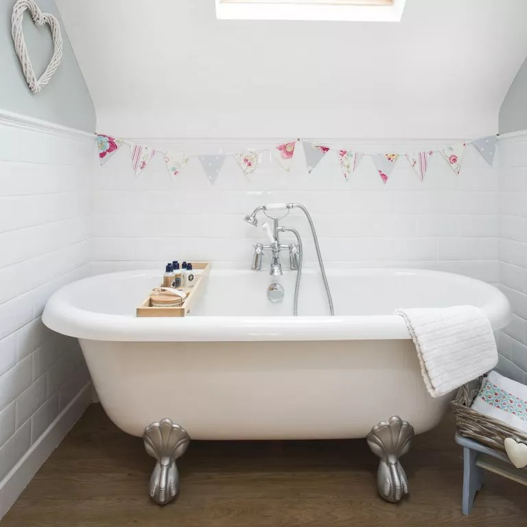 Small bathroom ideas - small bathroom decorating ideas on ... on Small Bathroom Ideas With Tub id=48948
