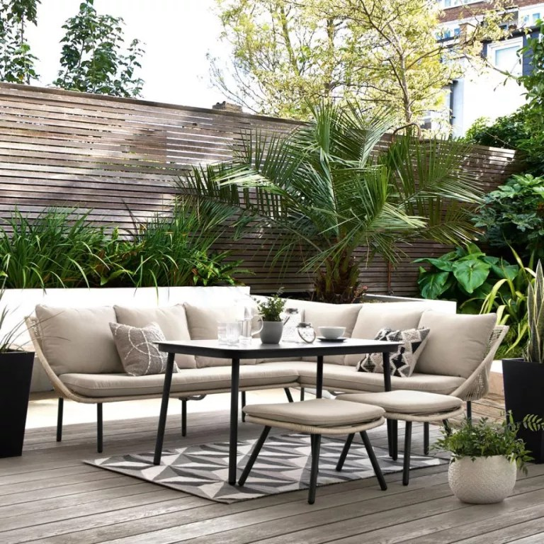 garden seating ideas for your outdoor living room