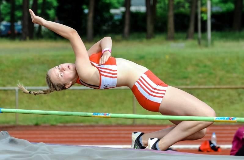 1,25 Meter sind für Kalbes Marie Krüger kein Problem. Mit einem sauberen Flop überspringt sie hier die geforderte Höhe.