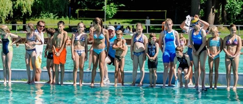 In wenigen Sekunden ging es für die Teilnehmer ins Wasser. Fotos: Thomas Koepke VOLKSSTIMME