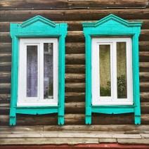 Sibirien Holzhaus Fenster Türkis