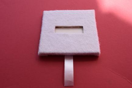 Pressure sensor in between stacked wood pieces covered in felt