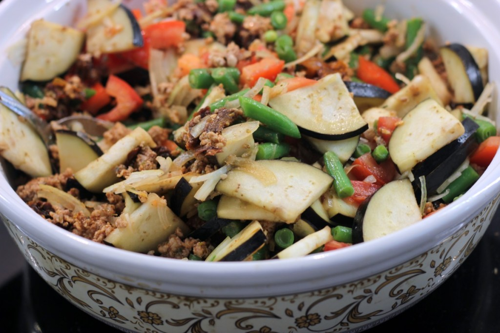 Zapiekanka warzywno - mięsna przed gotowaniem