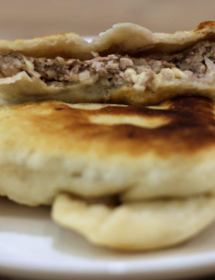 Placek drożdżowy z mięsem – Kubdari