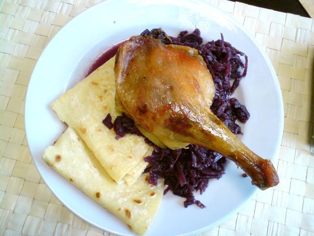 Kačica s červenou kapustou - pieczona kaczka z kapustą