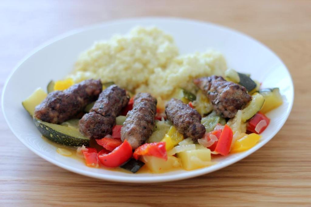 Ćevapčići - grillowane kotleciki z mięsa mielonego