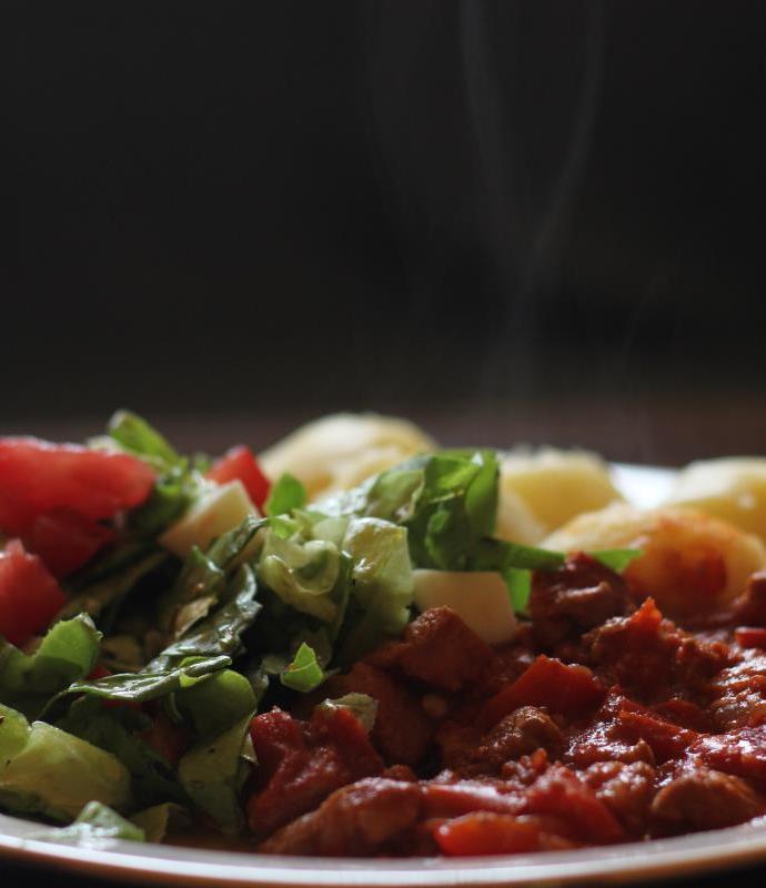 Duszone mięso z warzywami – Mućkalica