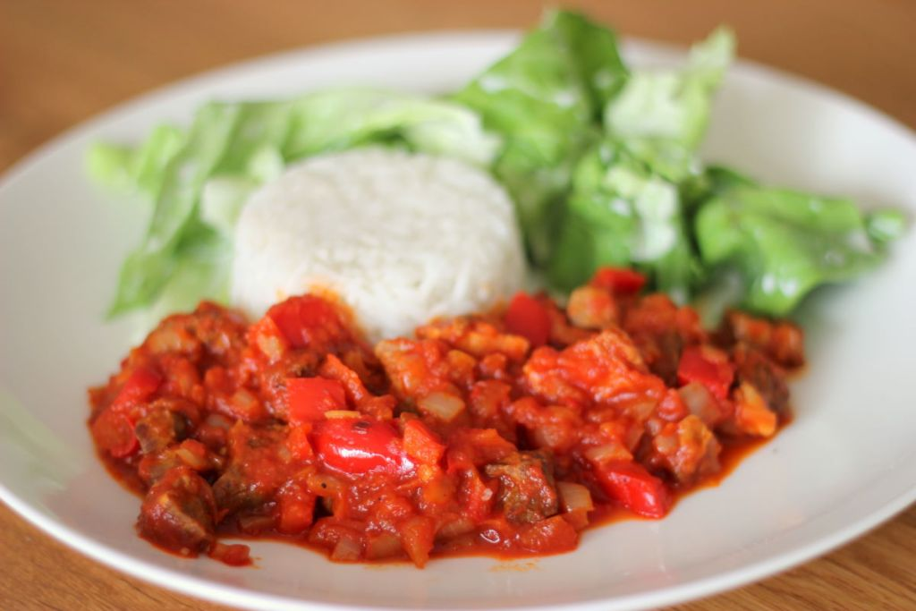 Grillowane, duszone mięso z warzywami