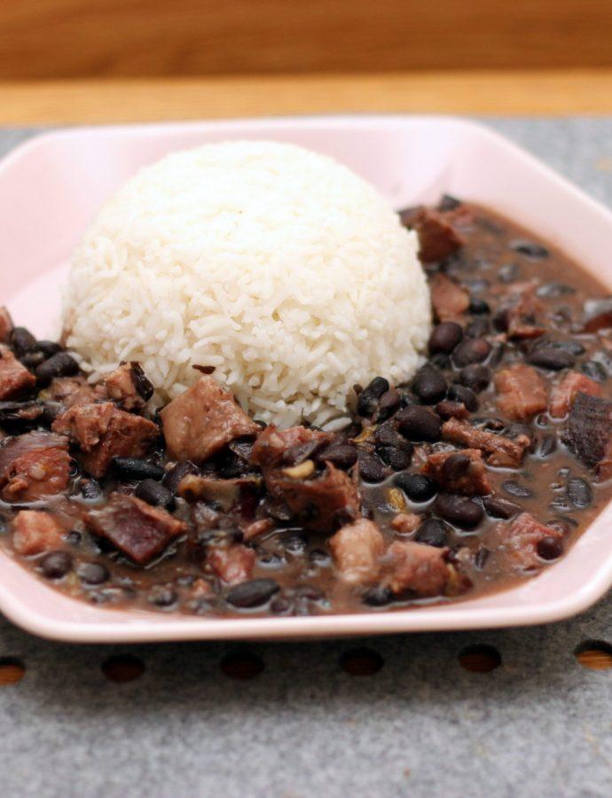 Feijoada completa – gulasz z czarnej fasoli i mięsa