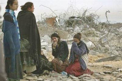 Евреи Амоны после разрушения их домов и избиения