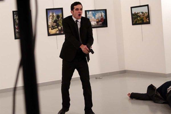 Напавший на российского посла успел сделать не менее восьми выстрелов