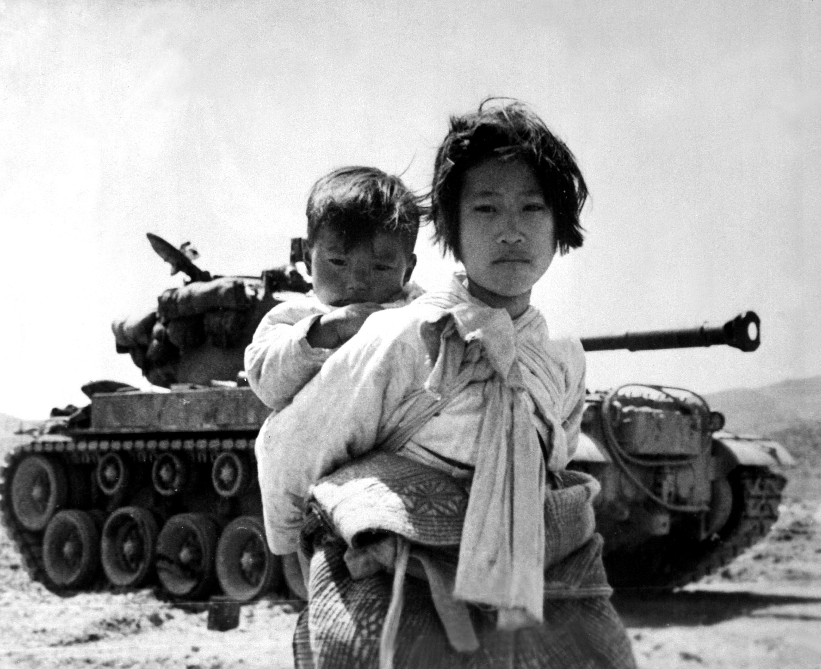 Война в Корее. Беженцы. 9 июня 1951 г. Photo: Maj. R.V. Spencer, UAF (Navy)